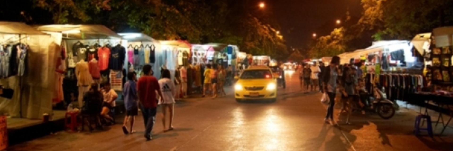 ตลาดกลางคืน สะพานพุทธ
