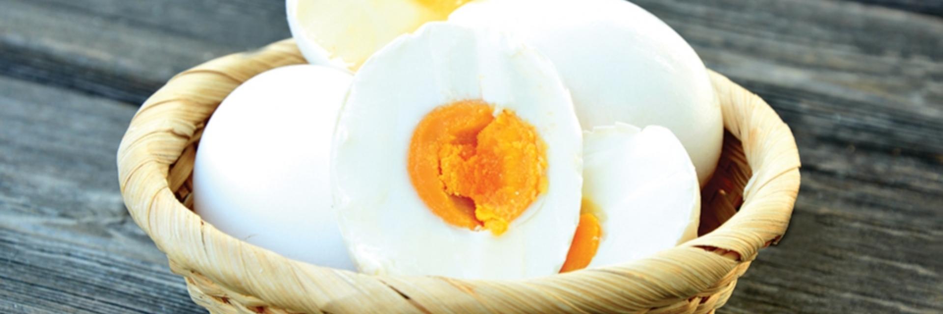 """ผลิตภัณฑ์สำหรับสายกิน """"ไข่เค็มสุดอร่อย"""" ตลาดตรอกซอยบ้านตาก จังหวัดตาก"""
