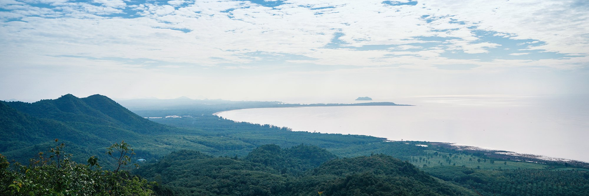 Experience the 4 aspects of Chumphon: View the sea of mist on top of the mountain, pay respect to the province's spiritual anchor and be a part of a local fishing community