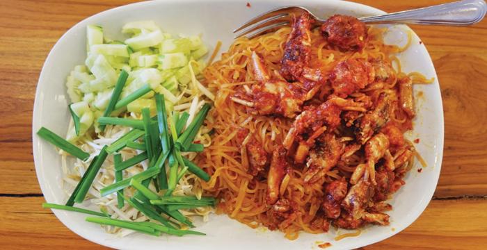 เส้นจันท์ผัดปู อาหารถิ่นขึ้นชื่อที่มีมาช้านาน ของจังหวัดจันทบุรี